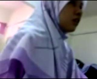 Download vidio bokep Kiai Cabuli Santri Putri Perawan di Pesantren mp4 3gp gratis gak ribet