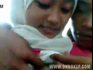 Download vidio bokep Cewek berjilbab malu malu tapi mau mp4 3gp gratis gak ribet