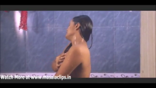 desi Sunita Bhabhi bathing video