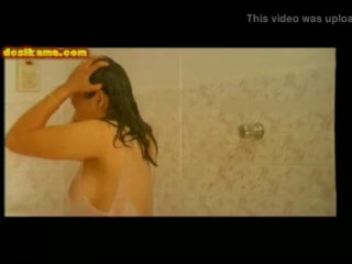 desi Indian Bhabhi Bathing In Visible Panty