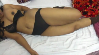 desi Sumita Bhabhi mast sex with servant