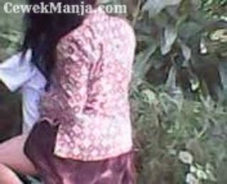 ABG SMA Pakek Batik Ngentot Dihutan