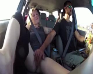 Video Bokep ABG Masturbasi di dalam Mobil