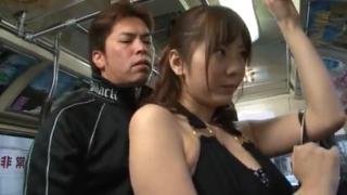 Perkosa cewek bohay di dalam bus umum