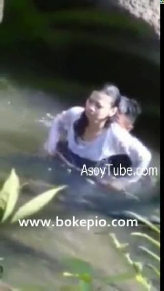 Permalink to Skandal Air Bergoyang Intip abg ngentot di sungai